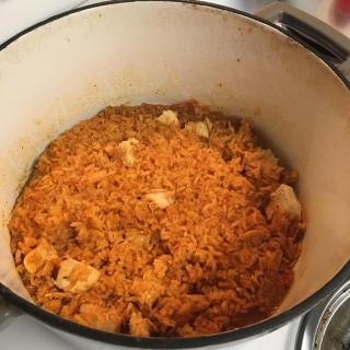 arroz con pollo in pot